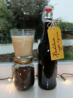 How to make Kahlua - Everyone's Favourite Coffee Liqueur (fun drinks alcohol sugar) Party Drinks, Cocktail Drinks, Alcoholic Drinks, Beverages, Cocktail Recipes, Homemade Alcohol, Homemade Liquor, Homemade Kahlua Recipe With Instant Coffee, Kahlua Recipes