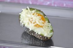 Avocat au four (oeuf cocotte) Entree Festive, Avocado Egg, Entrees, Sushi, Breakfast, Ethnic Recipes, Attention, Cooker Recipes, Yummy Recipes
