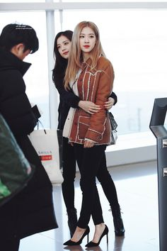 Browse the Great of Black Wallpaper Elegant for iPhone X 2020 from Uploaded by user Black Wallpaper Elegant BLACKPINK at ICN Airport Blackpink Fashion, Korean Fashion, Blackpink Youtube, Blackpink Outfits, Japan Outfits, Jenny Kim, Blackpink Debut, Blackpink Members, Black Pink
