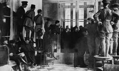 The Treaty of Versailles was a peace treaty that helped end World War I. Military personnel anxiously awaited the signing, because the terms were passive aggressive at best. The pinned the war on Germany and required them to pay extremely high reparations Treaty Of Versailles, Palace Of Versailles, Rare Historical Photos, Weird News, Great Power, Military Personnel, World War One, History Books, Historian