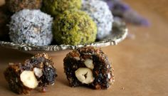 Sweet and slightly sour truffles and a GIVEAWAY Protein Ball, Christmas Sweets, Delicious Vegan Recipes, Desert Recipes, Sweet Recipes, Food And Drink, Cooking Recipes, Paleo, Vegetarian