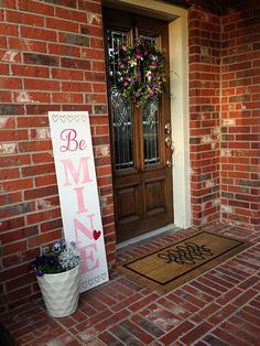 @erinschlosser  made a warm and welcoming Reversible Valentine's Day Sign for her front porch using her Artistic Edge Digital Cutter. Click below and reference her helpful tutorial to make your own. Happy (early) Valentine's Day! http://www.artisticcreati (Valentins Day Party)