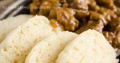 Pierwszy raz spróbowałam czeskiej klasyki – gulaszu i houskovego knedlika będąc jako dziecko na zielonej szkole na... Słowacji. Ponieważ byl... Mashed Potatoes, Grains, Rice, Ethnic Recipes, Food, Whipped Potatoes, Smash Potatoes, Essen, Meals
