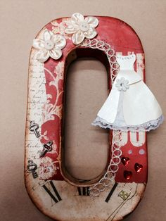 Feel the Scrap: Letras alteradas Initial Crafts, Letter A Crafts, Letter Art, Craft Letters, Alphabet Letters, Alter Decor, Decoupage, Altered Boxes, Camping Crafts
