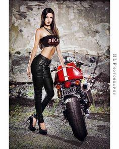 📸 by - Motorrad Ducati Sport Classic, Lady Biker, Biker Girl, Motorbikes Women, Biker Chick Outfit, Dirt Bike Girl, Motorbike Girl, Hot Bikes, Sexy Cars