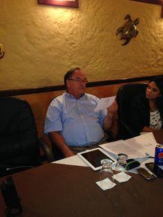 Mr. Larsen, nuestro CEO tertuliando con terapistas! #CompleteSpeechGT