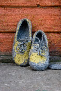 Felted slippers Unisex home shoes Gray slippers White Black Organic natural wool slippers handmade design valenki