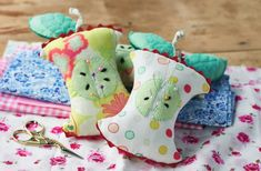 Stitch a set of apple core pin cushions!