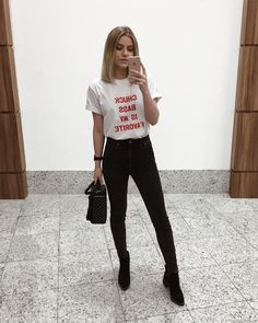 Chuck Bass t-shirt, black jeans, black pointed boots. Winter Outfits For Work, Casual Fall Outfits, Summer Outfits, Cute Outfits, Girl Fashion, Fashion Looks, Fashion Outfits, Womens Fashion, Fashion 2018
