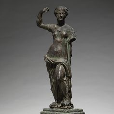 A BRONZE FIGURE OF APHRODITE, ROMAN IMPERIAL, 1ST/2ND CENTURY A.D.