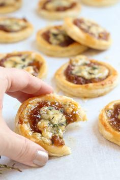 Caramelized onion and blue cheese tarts garnished with a drizzle of honey and sprinkled with . Caramelized onion and blue cheese tarts garnished with a drizzle of honey and sprinkled with fresh thyme Cheese Tarts, Cheese Puffs, Cheese Pastry, Cheese Bites, Finger Food Appetizers, Appetizer Recipes, Canapes Recipes, Cheese Appetizers, Appetizers With Puff Pastry