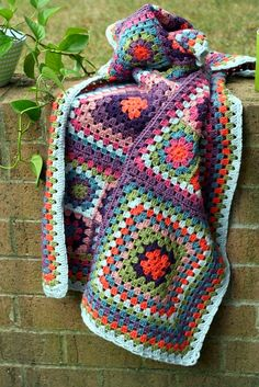 I love to crochet but usually hate all of the patterns/designs I see, this one could possibly make a public appearance in my home.