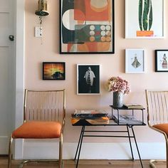 Were feeling just peachy today in the glorious sunshine so we though wed check out the colour that is making a come back tagging on to our passion for blush. Its peach pic by love the warm peach walls! Peach Living Rooms, Peach Rooms, Peach Walls, Living Room Orange, Living Room Decor, Living Spaces, Peach Bedroom, Color Durazno, Home And Deco