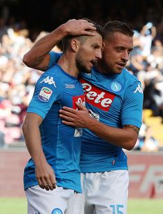 Emanuele Giaccherini and Dries Mertens of SSC Napoli celebrate the 5-0 goal scored by Dries Mertens during the Serie A match between SSC Napoli and Benevento Calcio at Stadio San Paolo on September 17, 2017 in Naples, Italy.