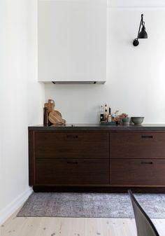 Gå efter kvalitet Apartment Kitchen, Kitchen Interior, New Kitchen, Kitchen Decor, Küchen Design, House Design, Pretty Things, Grey Kitchen Designs, Kitchen Installation