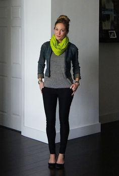 Black skinnies, gray shirt and jacket with neon pop of color from scarf - casual yet pulled together weekend wear. I NEED a neon scarf! Black Skinnies, Black Tights, Black Leggings, Fall Winter Outfits, Autumn Winter Fashion, Fall Fashion, Mode Outfits, Casual Outfits, Weekend Outfit