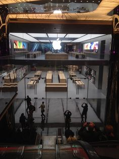 Barcelona Apple Store Architecture   ipad pro worker   Pinterest     Apple Store in Be    ikta          stanbul
