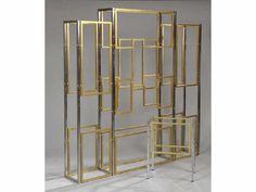 Adjugé 500 € par Lasseron & Associés à Paris le 30/03/2012. TRAVAIL FRANCAIS 1970 Étagère en métal chromé et doré Haut: 190 cm - Larg: 189 cm - Prof: 30 cm.