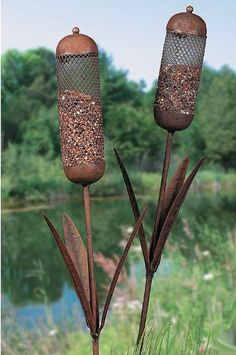 Cattail Bird Seed Feeder Outdoor Garden Yard Metal Stake Decor NewBlending into its surroundings, these bird feeders fit right in with your yard's wilderness look. Lift the hinged cap of these cattail-shaped metal .Lift the hinged cap of these catt Ideas Terraza, Black Oil Sunflower Seeds, Metal Garden Art, Scrap Metal Art, Recycled Metal Art, Metal Projects, Welding Projects, Craft Projects, Diy Welding