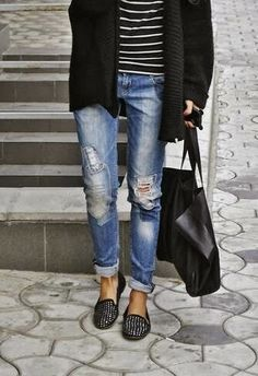 Boyfriend jeans and stripes- casual outfit Mode Outfits, Fall Outfits, Casual Outfits, Casual Attire, Jean Outfits, Casual Wear, Summer Outfits, Mode Chic, Mode Style