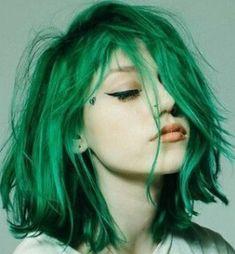 Yeşil renk saç boyası ile boyanmış stil saç rengi modeli   Kadınca Fikir - Kadınca Fikir