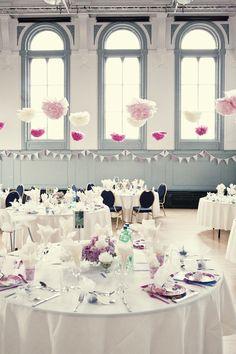 Romantische #Hochzeitsdeko mit #PomPoms