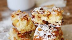 Κοινοποιήστε στο Facebook Το πιο εύκολο και λαχταριστό Κέικ Μήλου με Μέλι και Κανέλα- χωρίς μίξερ. Υλικά 2 κούπες αλεύρι για όλες τις χρήσεις 2 κουταλάκια του γλυκού μπέικιν πάουντερ 1 κουταλάκι κανέλα 1 κουταλάκι σόδα 4 βανίλιες ¼ κουταλιού...