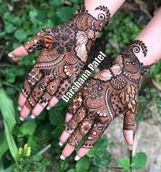 The surreal charisma of Arabic mehndi. With blooming flowers, whimsical leafy patterns and varied types of jaals, this latest mehndi. Full Mehndi Designs, Latest Bridal Mehndi Designs, Khafif Mehndi Design, Henna Art Designs, Mehndi Design Pictures, Mehndi Designs For Girls, Wedding Mehndi Designs, Mehndi Designs For Fingers, Dulhan Mehndi Designs