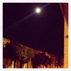 • é tutta colpa della #luna, quando si avvicina troppo alla #terra fa impazzire tutti • #william #shakespeare #lovely #moon #seredestate #summernight ##Panta #Rei: [#Legàmi o #lègami] Ad ognuno la propria interpretazione... www.robyzlfashionblog.com #michaelkors #summer #night #fashion #moon #now in the #sky #robyzl #serendipity