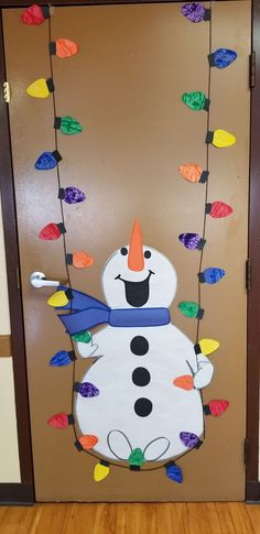 Lots of Winter and Christmas ideas including this cute snowman for your classroom door. Lots of Winter and Christmas ideas including this cute snowman for your classroom door. Diy Christmas Door Decorations, Decoration Creche, Christmas Door Decorating Contest, School Door Decorations, Christmas Crafts For Kids, Christmas Activities, Xmas Crafts, Christmas Art, Christmas Ideas