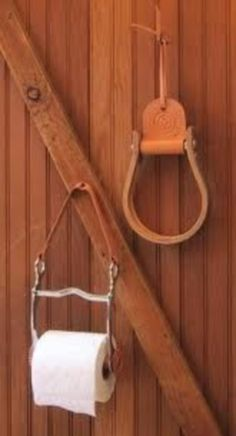 Horse horsey barn lodge home decor idea, metal bit pieces and more for bathroom toilet paper holder! I Have to have this, think I need to go steal a bit out of the tack room!) Oly doesn't like a bit anyhow! Country Decor, Rustic Decor, Bathroom Toilet Paper Holders, Diy Rangement, Bathroom Toilets, Bathrooms, Western Homes, Diy Home Decor, Home Improvement