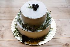 @agatumi #blackberry #whitechocolate #weddingcake #dworeknewrestaurant #rosmary #1maja10 #bielskobiala #pastry #cakes #design