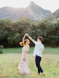 Top 11 Fun and Eye-Catching Engagement Photo Poses Engagement Photos engagement photos poses Engagement Photo Outfits, Engagement Photo Inspiration, Engagement Couple, Engagement Session, Engagements, Engagement Ideas, Prenup Ideas Outfits, Outdoor Engagement Photos, Country Engagement