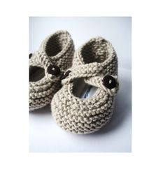 say hello to my beautifully hand-knitted merino woollen baby booties. i call them 'little snuggers'.  each pair comes with removable padded woollen felt insoles, gently scented with a teaspoon of dried english lavender, and finished with a woven byebyebirdie label.    these lovely little snuggers can be worn with or without their insoles, are finished with little chocolate brown buttons and come beautifully packaged in a handprinted organic cotton drawstring bag.    the most perfect little…