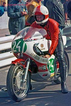Jarno Saarinen and Renzo Pasolini memorial Motorcycle Racers, Retro Motorcycle, Japanese Motorcycle, Racing Motorcycles, Motos Vintage, Vintage Bikes, Valentino Rossi, Grand Prix, Yamaha Motor