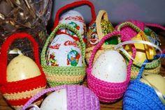 Вдохновляйтесь и украшайте дом яркими пасхальными деталями! Christmas Bulbs, Eggs, Holiday Decor, Food, Christmas Light Bulbs, Essen, Egg, Meals, Yemek