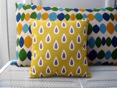 Mini coussin imprimé gouttes prune sur fond moutarde : Textiles et tapis par le-bazar-creations
