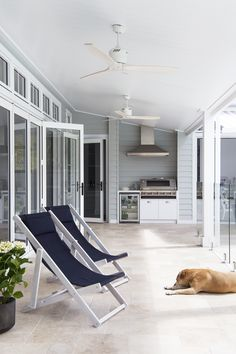 5 Hamptons style trends to be on top of in 2018 – Our Hampton Style Forever Home – Home living color wall treatment kitchen design Modern Country Style, Country Style Homes, Coastal Style, Modern Coastal, Farmhouse Style, Die Hamptons, Hamptons Style Homes, Outdoor Tiles, Outdoor Rooms