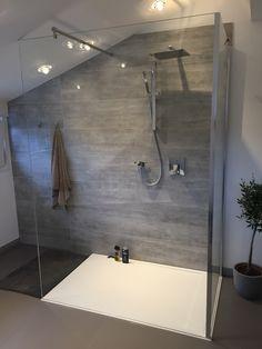 die duschwanne nach mass mit der duschkabine nach mass ist optisch ein hingucker beide produkte