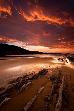 Últimas luces en Zumaia, Playa de Itzurun, Zumaia, Gipuzkoa, País Vasco