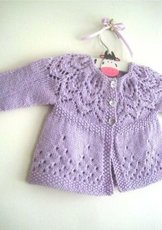 Free Knitting Pattern Baby Cardigan with Cables Baby Cardigan Knitting Pattern, Knitted Baby Cardigan, Knit Baby Sweaters, Knitted Baby Clothes, Baby Knitting Patterns, Baby Patterns, Dress Patterns, Baby Booties Free Pattern, Baby Sweater Patterns