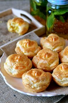 Sajtos-leveles kosárka recept Savory Pastry, Sprouts, Garlic, Muffin, Food And Drink, Baking, Vegetables, Hampers, Kuchen