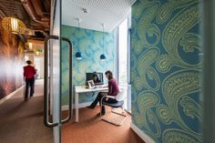 Best Office Space Design Features That Most of Us Don't Know An Audio Visual Conference Room. Best Office, The Office, Office Ideas, Office Plan, Visual Merchandising, Dublin, Google Office, Office Space Design, Workplace Design