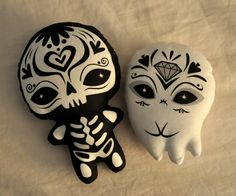 Sugar Skull plush - Day of the Dead - Dia de los Muertos toy. via Etsy.