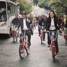 El jefe de Gobierno del Distrito Federal, Miguel Ángel #Mancera llegó en bicicleta a la inauguración de las nuevas oficinas de #Ecobici, ubicadas en la calle General Prim No. 90 #InstagramMILENIO Foto: Israel Navarro