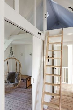 Small baby room: ideas to make this little corner special - Home Fashion Trend Attic Loft, Loft Room, Attic Rooms, Attic Spaces, Small Spaces, Attic Office, Attic Remodel, Bonus Rooms, Room Planning