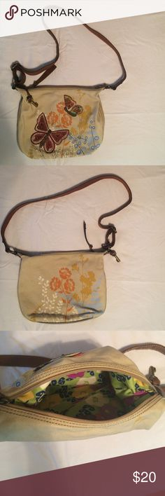 Fossil bag Fossil butterfly bag. Very good condition with the exception of a small stain to the front side. Fossil Bags Shoulder Bags