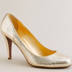"HP J. Crew gold leather pumps Gorgeous J. Crew shiny shimmer gold crackled leather pumps. Gorgeous heels!! Very comfortable! Light wear to bottoms. Cushioned footbed. Only real wear other than bottoms is that the inside leather lining is peeling slightly in a couple places. Doesn't affect, comfort, wearability, or anything and can't be seen since its on the inside of the shoe. Heel is 3.5"" price is firm as this is a great deal and it's good condition! Made in Italy. J. Crew Shoes Heels"
