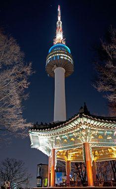 夜のライトアップも綺麗なNソウルタワー。ソウル 旅行・観光のおすすめスポット!