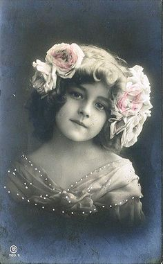 such beautiful children in these pics Vintage Children Photos, Vintage Girls, Vintage Pictures, Vintage Images, Antique Photos, Vintage Photographs, Photo Postcards, Vintage Postcards, Photos Du